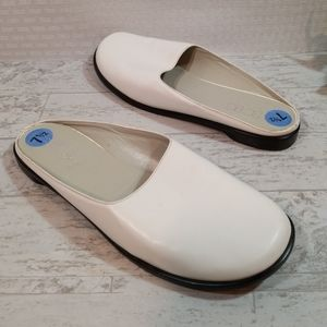 BCBG Maxazria White Mules Leather Sz 7.5